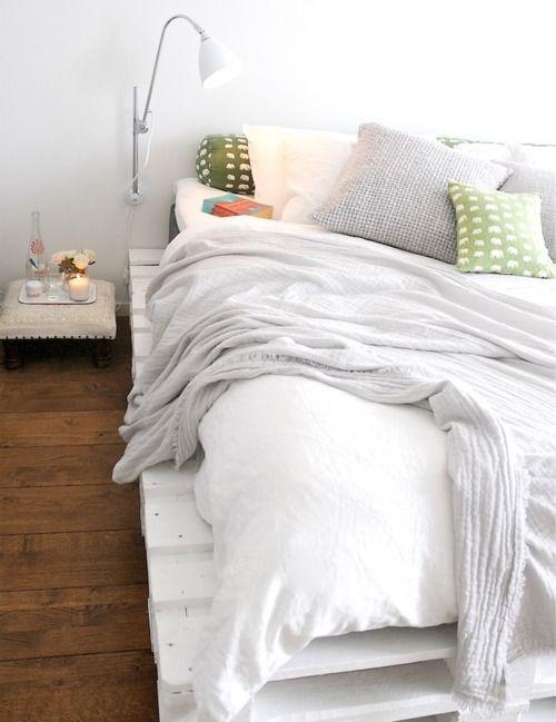 cama con palet pintado