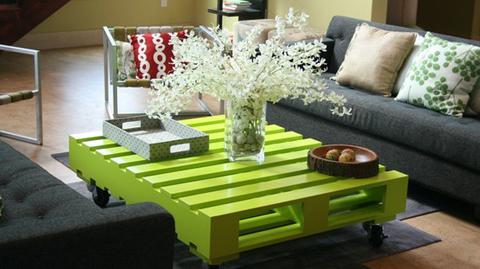mesa de salon palet pintado