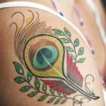 Tatuaje-pluma-de-pavo-real