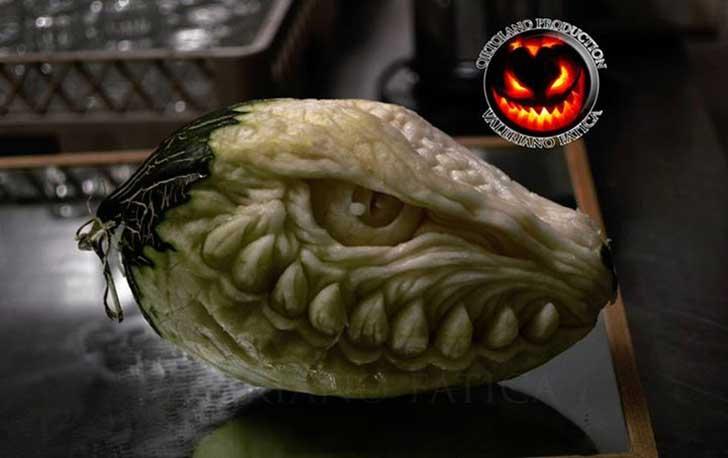 Dragon tallado en Fruta