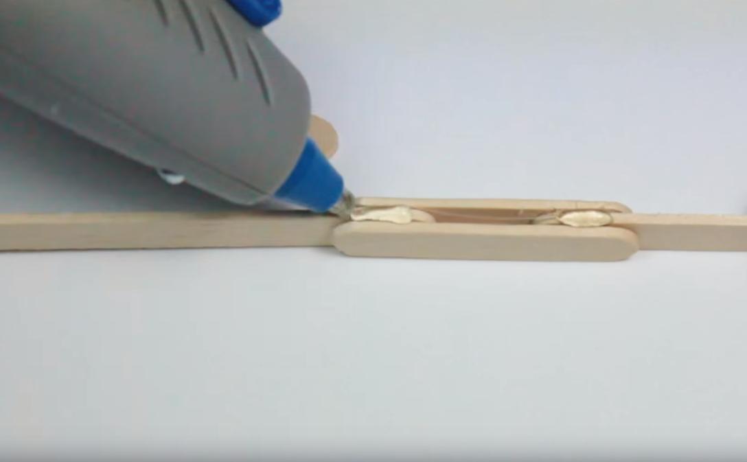 Construir un arco con palitos de madera