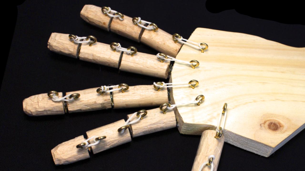 como hacer una mano robotica
