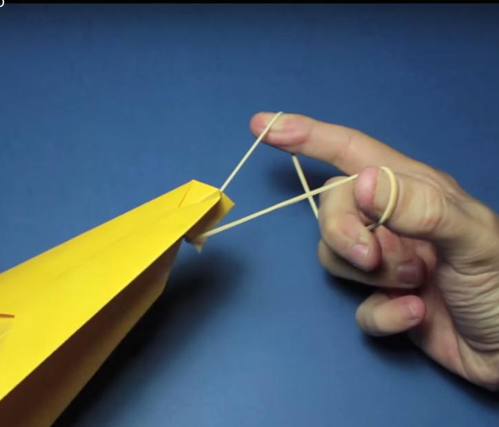Avion de papel que vuela mucho